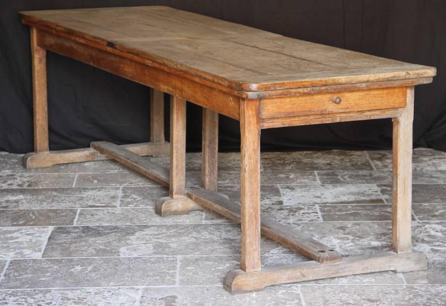 Zelf een kloostertafel maken met een bouwtekening lees for Zelf een tuintafel maken