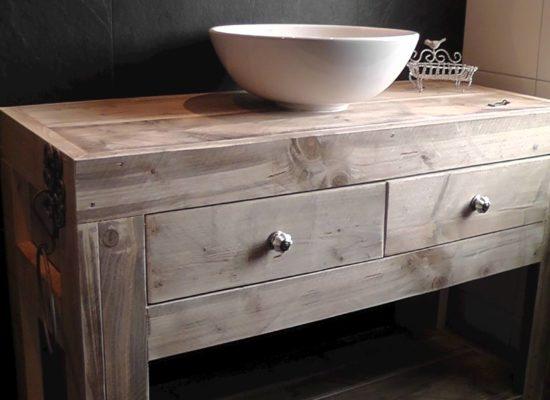houten badmeubel met waskom